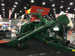 /ext/galleries/highlights-from-the-2017-national-farm-machinery-show/full/Richiger-grain-bagger.jpg