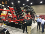/ext/galleries/highlights-from-the-2017-national-farm-machinery-show/full/Versatile-Viking.jpg