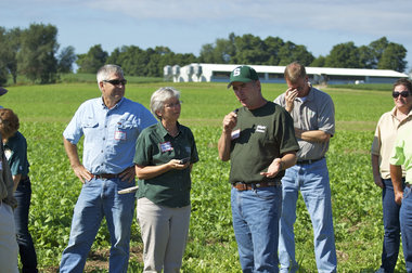 Cover-crop tour in Albion, Mich.
